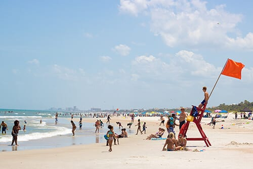 Wide shot of beachgoers enjoying free time at Florida addiction treatment programs