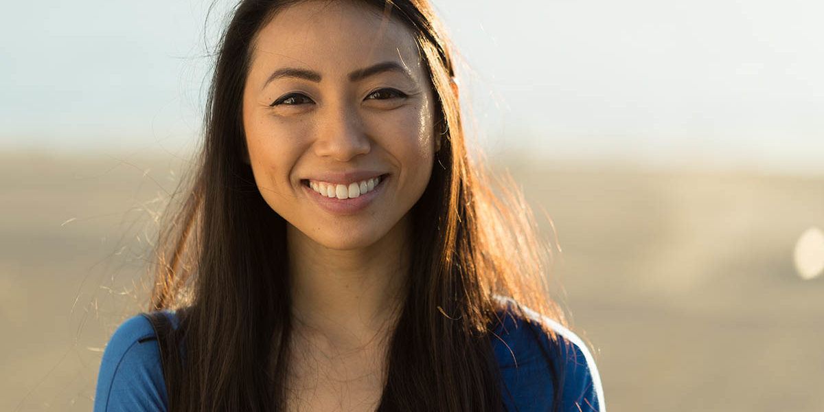 woman smiling because she knows what is smart recovery